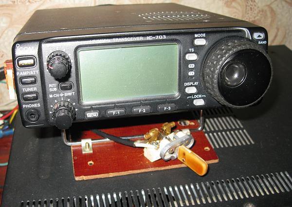 Нажмите на изображение для увеличения.  Название:IC-703 и крепление манипулятора.jpg Просмотров:153 Размер:427.0 Кб ID:107188