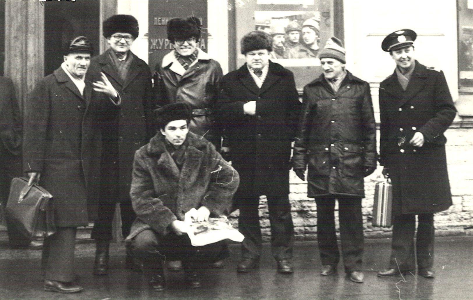 Нажмите на изображение для увеличения.  Название:1987-Leningrad-UD6BD-UT5BW-UA4HBW-RA3AR-RA1AG-UW9WW-RT5UY.jpg Просмотров:447 Размер:249.5 Кб ID:110509