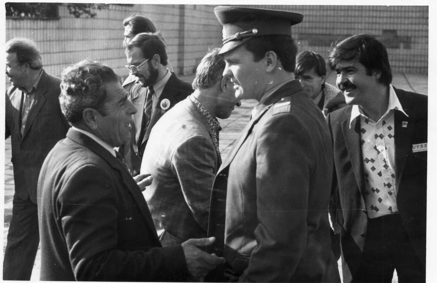 Нажмите на изображение для увеличения.  Название:Kiev-1983-UY5XE-miliciya.jpg Просмотров:130 Размер:105.0 Кб ID:119628