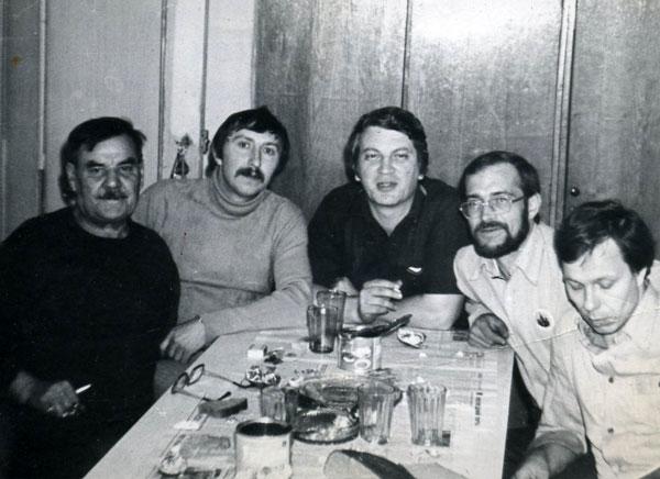 Название: Kiev-1983-UL7AX-UA3VGO-UA9UNO-UA3VCC-UA3VAB.jpg Просмотров: 1134  Размер: 54.9 Кб