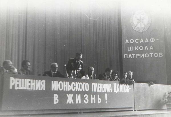 Нажмите на изображение для увеличения.  Название:Kiev-1983-konferenciya-tribuna.jpg Просмотров:148 Размер:53.2 Кб ID:119640