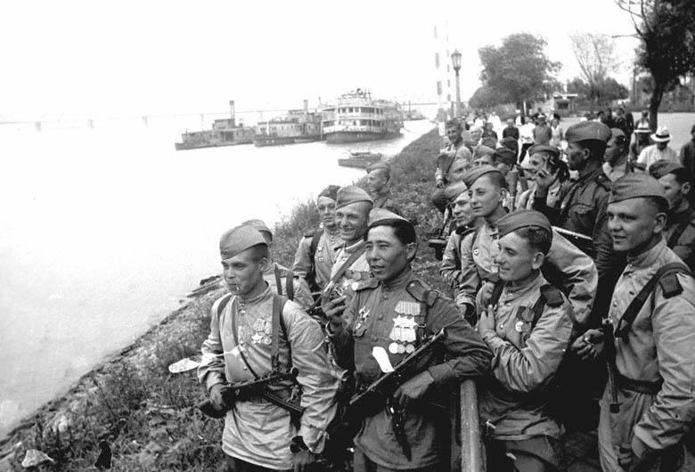 Нажмите на изображение для увеличения.  Название:Советские воин&#10.jpg Просмотров:62 Размер:103.1 Кб ID:145215