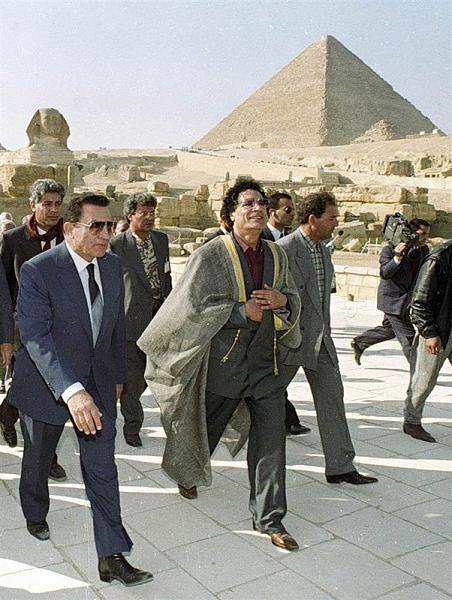 Нажмите на изображение для увеличения.  Название:Mubarak-Kadafi.jpg Просмотров:82 Размер:159.9 Кб ID:149884