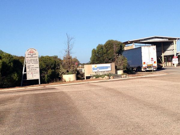 Нажмите на изображение для увеличения.  Название:SouthAustralia_WesternAustralia border.jpg Просмотров:56 Размер:973.3 Кб ID:158807