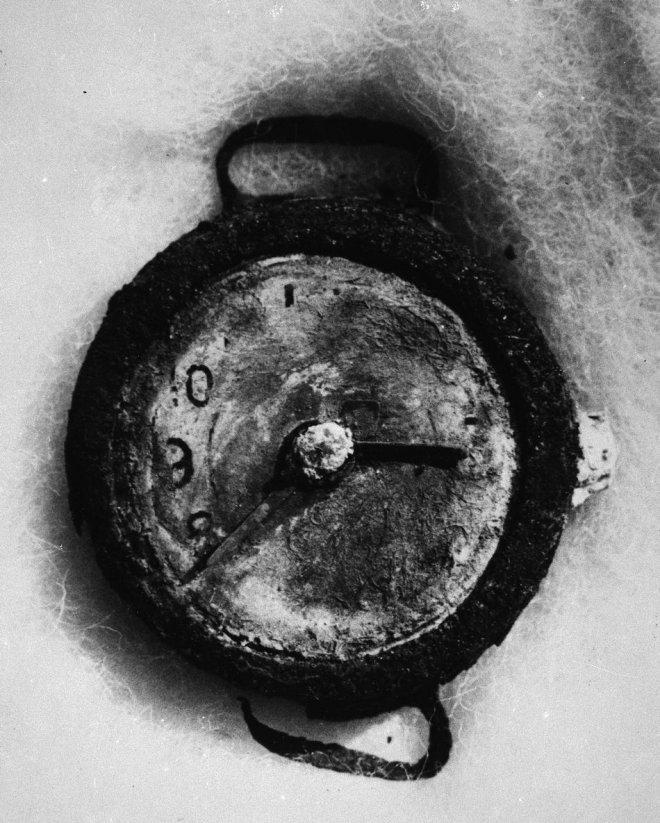 Нажмите на изображение для увеличения.  Название:Часы, застывшие &#.jpg Просмотров:35 Размер:119.3 Кб ID:169969