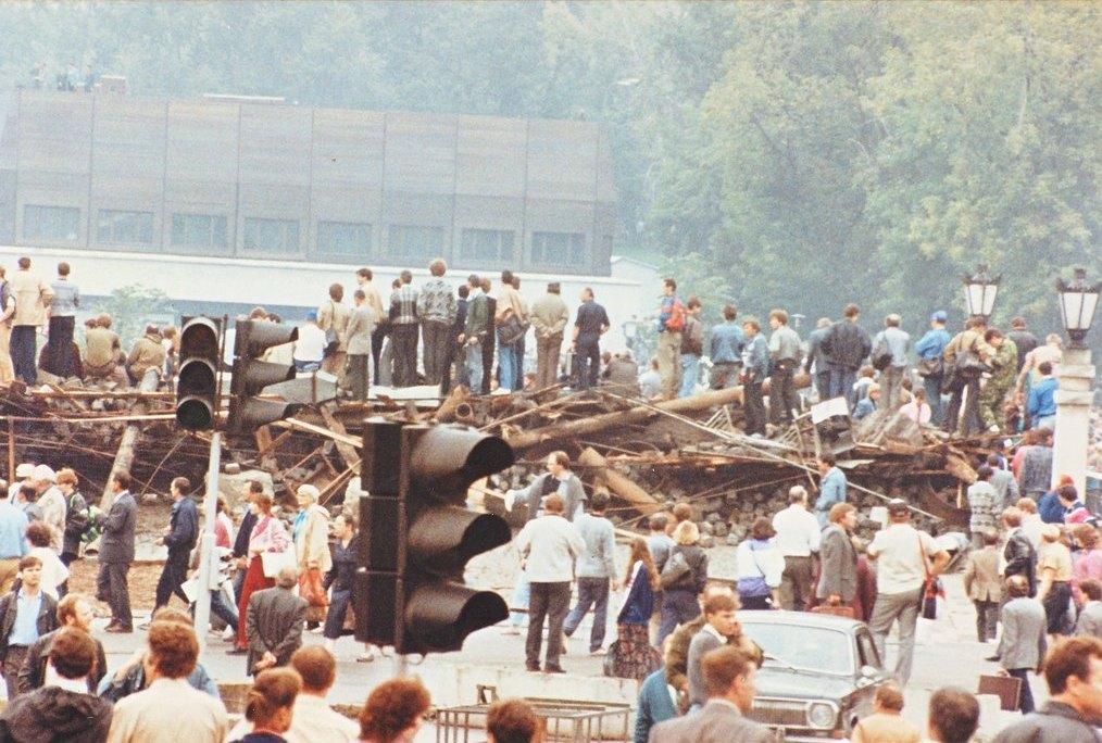 Нажмите на изображение для увеличения.  Название:R3_A_22_08_1991_barricades_Moscow.jpg Просмотров:9 Размер:182.6 Кб ID:183467