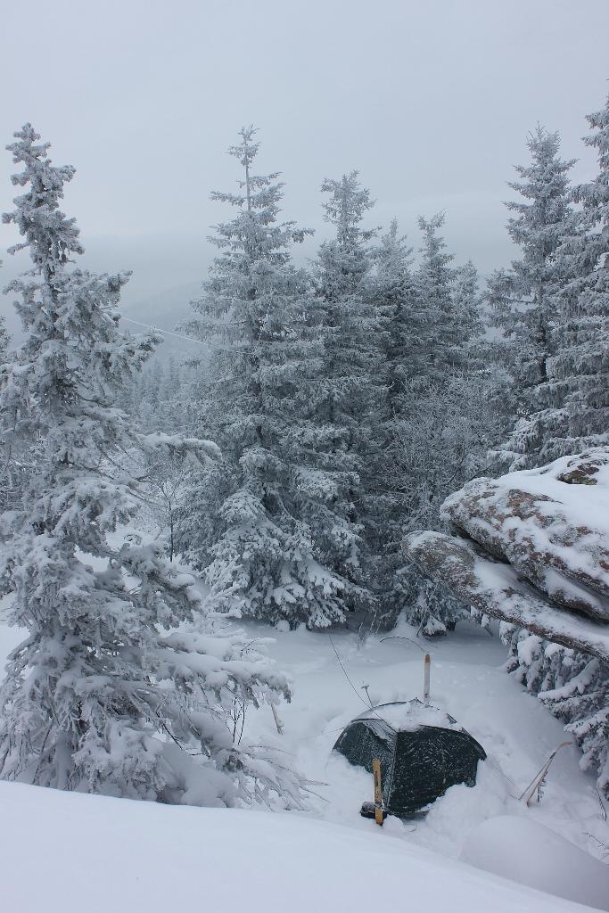 Нажмите на изображение для увеличения.  Название:Our camp under the snow.jpg Просмотров:4 Размер:627.2 Кб ID:203031