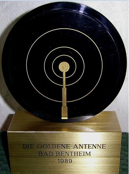 Название: UG6GAT-1988-EK7DX-2019-Золотая антенна.jpg Просмотров: 339  Размер: 39.0 Кб