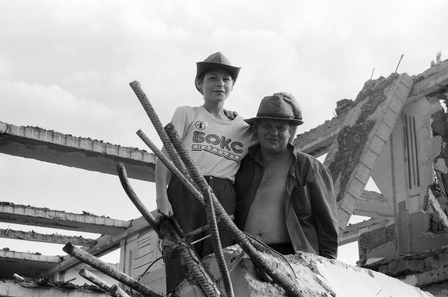 Нажмите на изображение для увеличения.  Название:Отец RV6AAN и сын-Ленинакан-1989.jpg Просмотров:4 Размер:559.8 Кб ID:228450