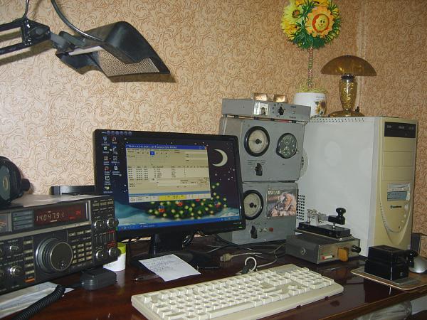Нажмите на изображение для увеличения.  Название:рабочее место RW0AB.JPG Просмотров:46 Размер:549.1 Кб ID:240706