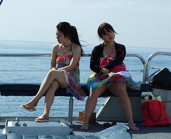 Нажмите на изображение для увеличения.  Название:Две девченки на палубе ....jpg Просмотров:46 Размер:117.7 Кб ID:252454