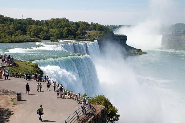 Нажмите на изображение для увеличения.  Название:Tim-Tyler-Kara-Niagara-Falls.jpg.optimal.jpg Просмотров:5 Размер:148.4 Кб ID:264475
