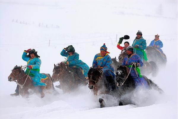 Нажмите на изображение для увеличения.  Название:Tuvans_Horse_riding[1].jpg Просмотров:26 Размер:258.1 Кб ID:306469