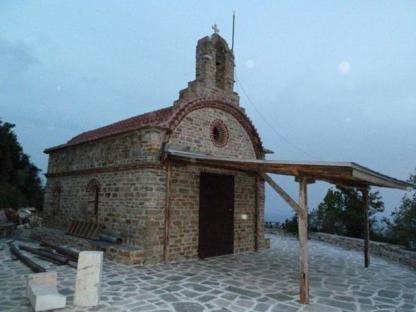 Нажмите на изображение для увеличения.  Название:portable QTH 1 on the hilltop behind the Docheiariou Monastery (1).jpg Просмотров:137 Размер:71.6 Кб ID:49297