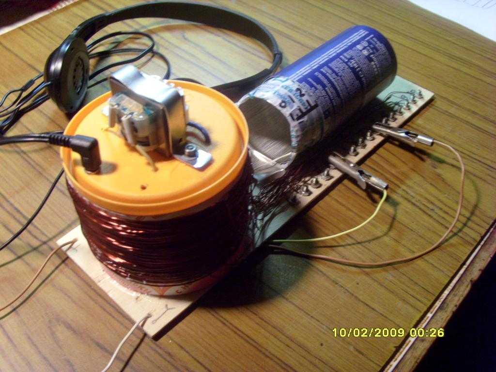 Смотреть: Как сделать радиоприёмник РадиолюбительTV 19 как сделать простой радиоприемник видео.